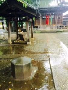 3人マルシェ神社